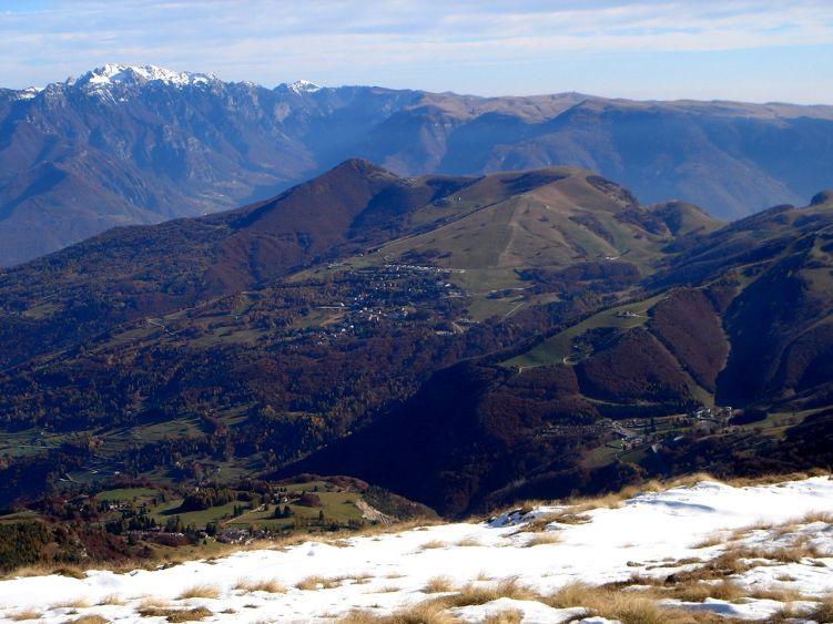 Foto: Manfred Karl / Wander Tour / Auf einen Aussichtsberg der Extraklasse – Monte Altissimo di Nago / Weit reicht die Schau über die Berge des Trentino / 05.06.2008 20:43:19