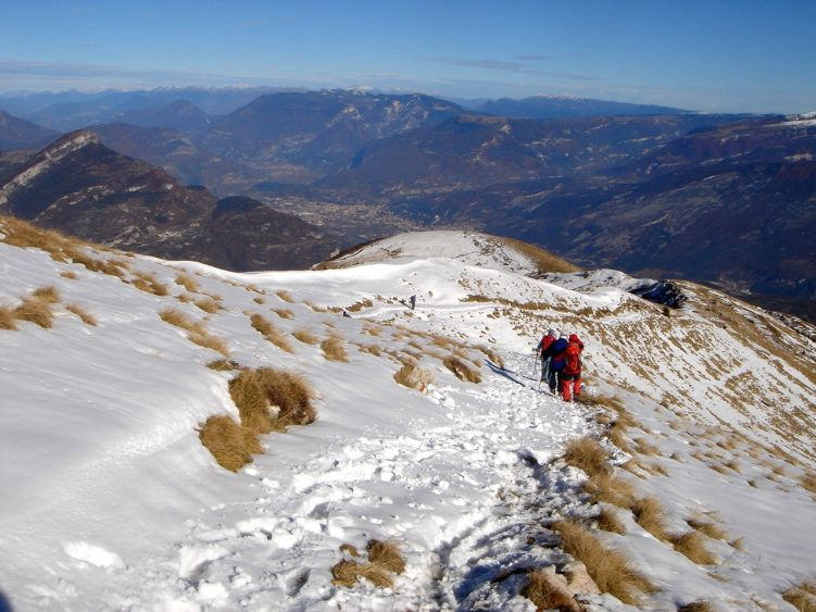 Foto: Manfred Karl / Wander Tour / Auf einen Aussichtsberg der Extraklasse – Monte Altissimo di Nago / Im oberen Teil des Nordostkammes, der vom Monte Altissimo absinkt / 05.06.2008 20:41:07