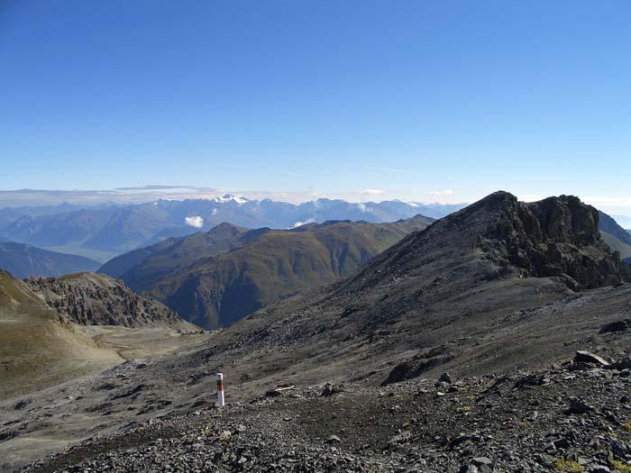 Foto: vince 51 / Wander Tour / Zwei Gipfel-Rundwanderung vom Umbrailpass / Piz Umbrail, im Hintergrund die Weisskugel in den Ötztaler Alpen / 05.06.2008 22:03:41
