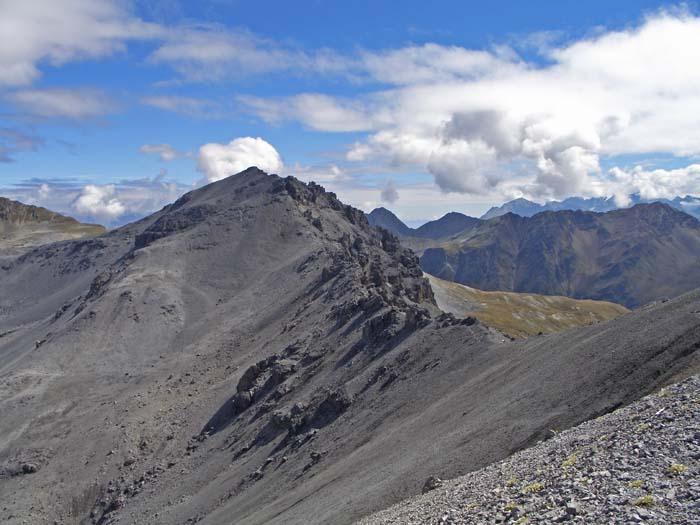 Foto: vince 51 / Wander Tour / Zwei Gipfel-Rundwanderung vom Umbrailpass / Rückblick zum Piz Umbrail / 05.06.2008 22:00:01