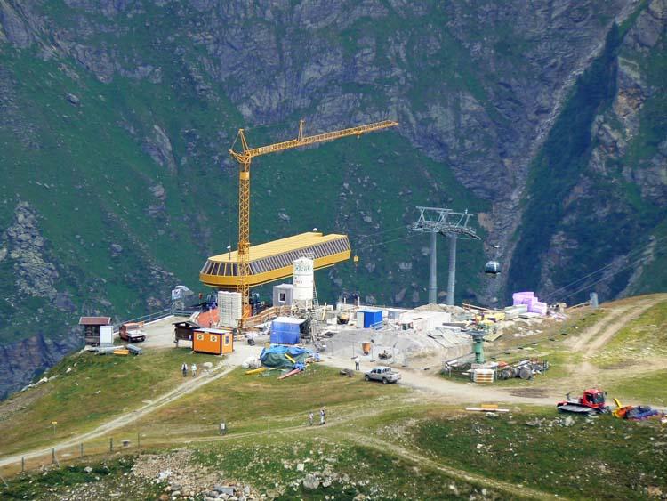 Foto: vince 51 / Wander Tour / Von Mandarfen auf den Grubengrat / Baustelle für neues Restaurant bei der Bergstation der Riffelseebahn / 06.06.2008 22:36:48
