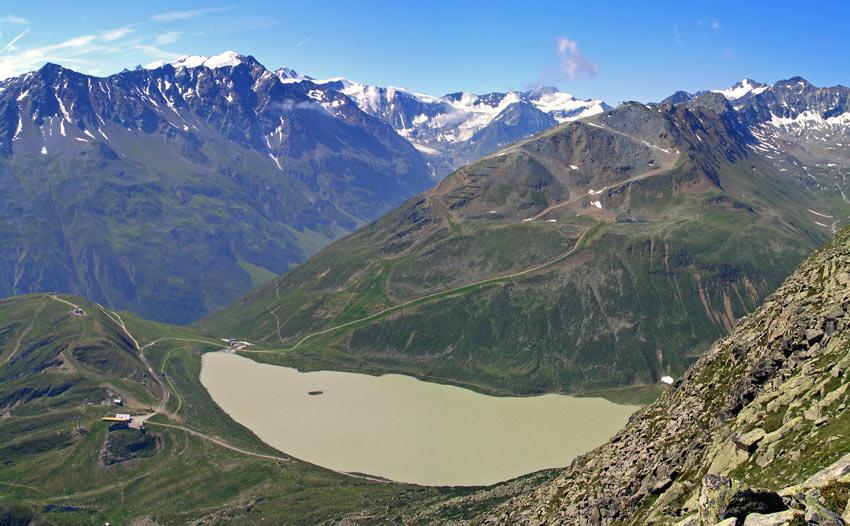 Foto: vince 51 / Wander Tour / Von Mandarfen auf den Grubengrat / Riffelsee mit Grubengrat: der Aufstiegsweg ist deutlich zu erkennen / 06.06.2008 22:40:40