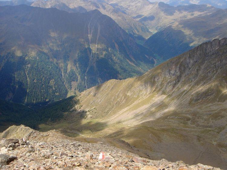 Foto: Manfred Karl / Wander Tour / Über die Straßalm auf den Gölbner / Tiefblick auf den Gölbnerboden und ins Winkeltal / 08.06.2008 19:18:59