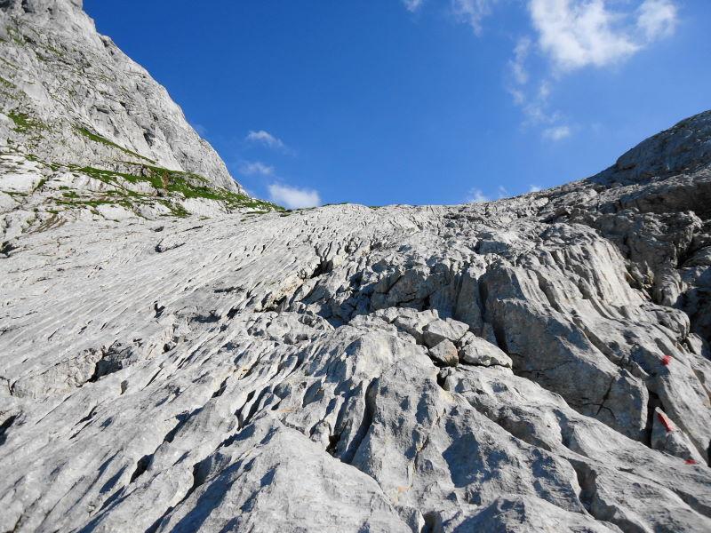 Foto: Günter Siegl / Wander Tour / Knallstein über die Stefan Schatzl Hütte / Ein paar Kletterstellen über die Wasserrillen / 02.08.2015 20:09:35
