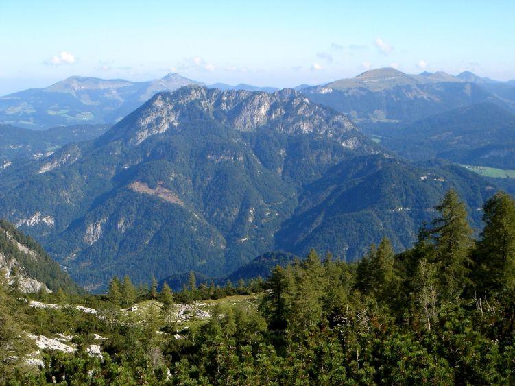 Foto: Manfred Karl / Wander Tour / Knallstein über die Stefan Schatzl Hütte / Noch ist das Wetter schön. Im Hintergrund Osterhorngruppe. / 08.06.2008 19:53:12