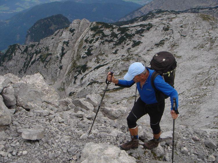 Foto: Manfred Karl / Wander Tour / Knallstein über die Stefan Schatzl Hütte / Südgrat, links unten Sommereck und Kuchlberg / 08.06.2008 19:51:39