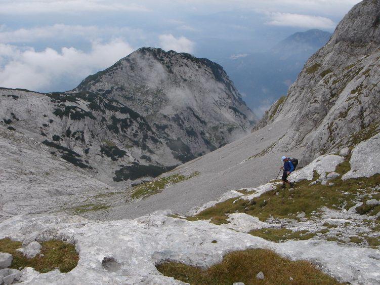 Foto: Manfred Karl / Wander Tour / Knallstein über die Stefan Schatzl Hütte / Abstieg unterhalb des Südgrates / 08.06.2008 19:48:57