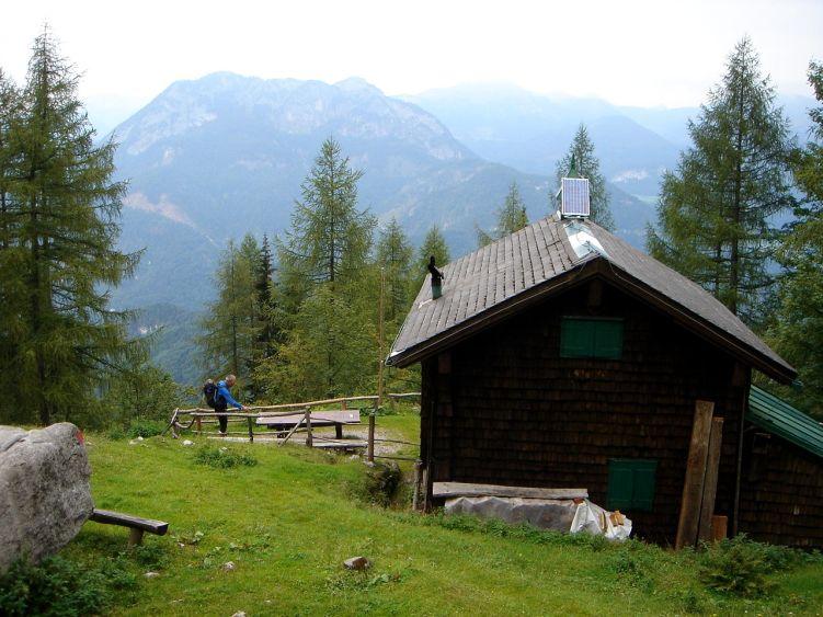Foto: Manfred Karl / Wander Tour / Knallstein über die Stefan Schatzl Hütte / Bei der Schatzl Hütte / 08.06.2008 19:45:44