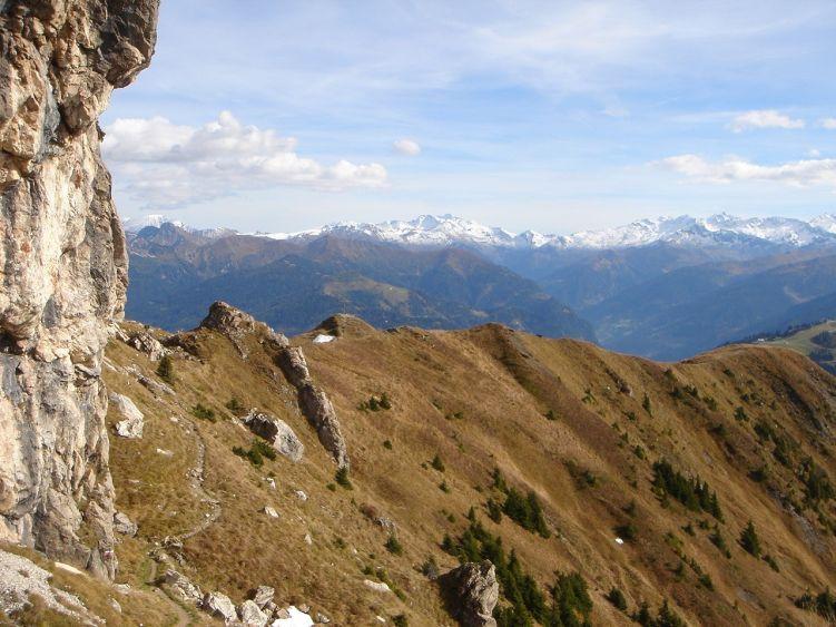 Foto: Manfred Karl / Wander Tour / Auf dem Hias Wallner Steig zum Haßeck / Unterhalb der Felsen des Vorgipfels quert der Steig in die Südflanke des Schuhflicker / 14.06.2008 16:39:18