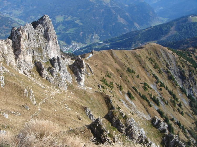 Foto: Manfred Karl / Wander Tour / Auf dem Hias Wallner Steig zum Haßeck / Vom Gipfel ist der Aufstiegsweg schön zu überblicken / 14.06.2008 16:38:13