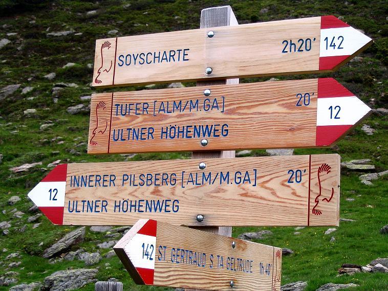 Foto: Andreas Koller / Wander Tour / Über die Pilsbergalm auf den Soyspitz (3030 m) / Wegweiser auf der Pilsbergalm / 17.06.2008 17:27:43