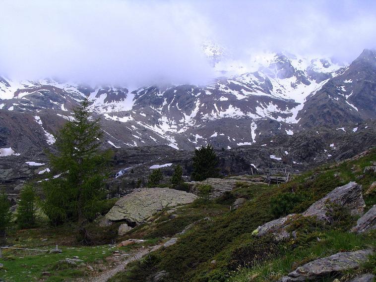 Foto: Andreas Koller / Wander Tour / Über die Pilsbergalm auf den Soyspitz (3030 m) / Im Nebel versteckt: die Zufrittspitze (3439 m) / 17.06.2008 17:26:47