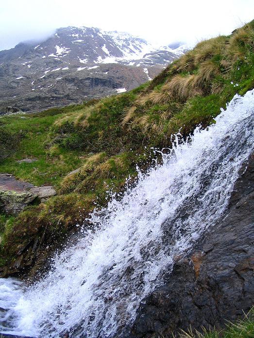 Foto: Andreas Koller / Wander Tour / Über die Pilsbergalm auf den Soyspitz (3030 m) / Wasserfall beim Anstieg zur Soyscharte / 17.06.2008 17:25:59
