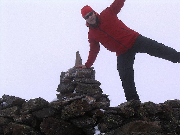 Foto: Andreas Koller / Wander Tour / Über die Pilsbergalm auf den Soyspitz (3030 m) / Gipfelsteinmann am Soyspitz / 17.06.2008 17:22:07