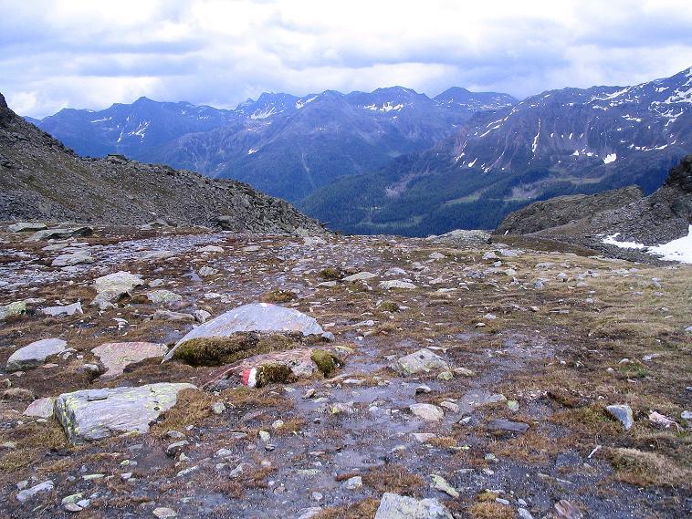 Foto: Andreas Koller / Wander Tour / Über die Pilsbergalm auf den Soyspitz (3030 m) / Blick nach O auf die Berge im östlichen Ultental / 17.06.2008 17:19:27