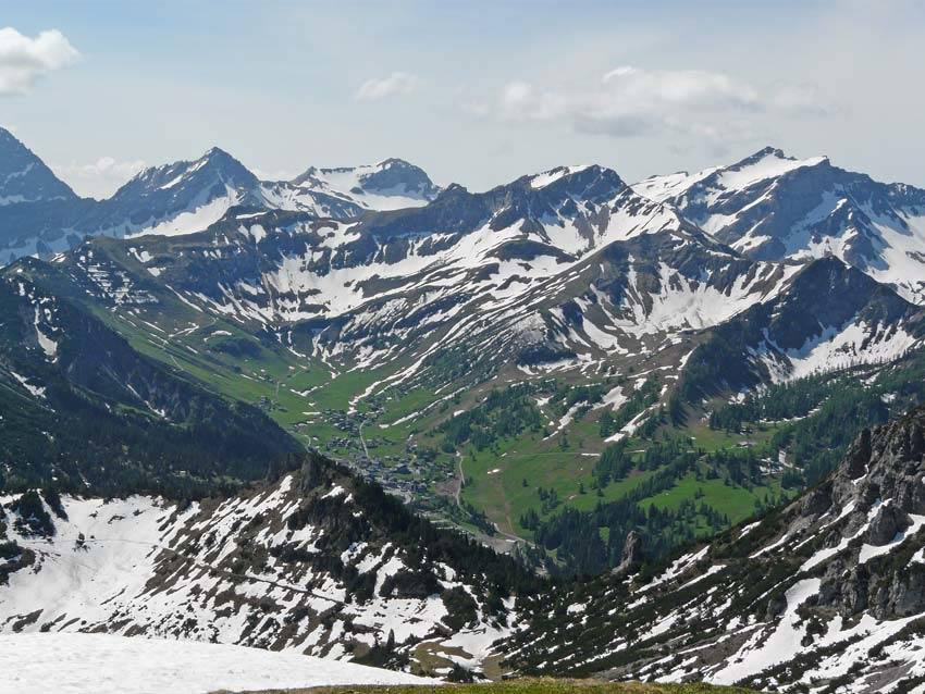 Foto: vince 51 / Wander Tour / Von Malbun auf den Schönberg / Blick auf Malbun / 18.06.2008 23:22:33