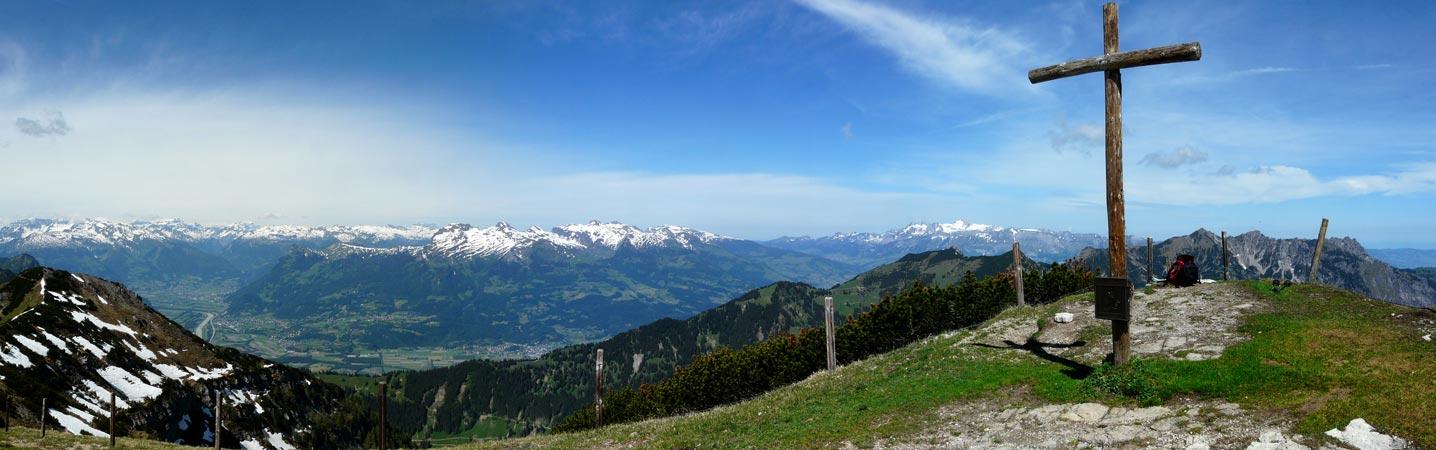 Foto: vince 51 / Wander Tour / Von Malbun auf den Schönberg / Schönberggipfel mit Blick ins Rheintal / 18.06.2008 23:20:09