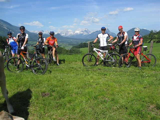 Foto: Jürgen Lindlbauer / Mountainbike Tour / Von Windischgarsten über Spital a. Pyhrn auf den Hengstpaß / Mit der Kuh auf DU und DU. Weidefläche im Garstner Eck. / 22.06.2008 20:37:25