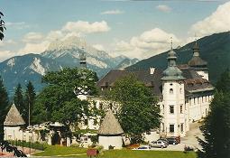 Foto: Wolfgang Dröthandl / Wander Tour / Dürrenschöberl - Überschreitung / Schloss Röthelstein ober Admont mit Gr. Buchstein / 26.01.2011 13:17:25