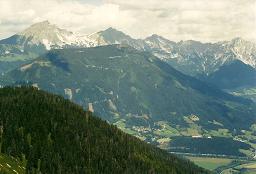 Foto: Wolfgang Dröthandl / Wander Tour / Dürrenschöberl - Überschreitung / Blick vom Gipfel Richtung Gr. Pyhrgas, Scheiblingstein, Haller Mauern; im Tal Frauenberg / 26.01.2011 13:21:23