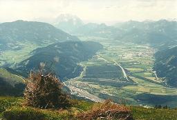 Foto: Wolfgang Dröthandl / Wander Tour / Dürrenschöberl - Überschreitung / Tiefblick ins Ennstal zum Bhf. Selzthal, Liezen - im Hintergrund Grimming / 26.01.2011 13:20:28