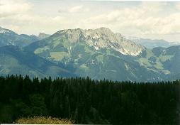 Foto: Wolfgang Dröthandl / Wander Tour / Dürrenschöberl - Überschreitung / Bosruck, links Stubwieswipfel (vom Gipfel) / 26.01.2011 13:19:02