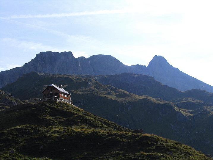Foto: Andreas Koller / Wander Tour / Tappenkarseehütte - Weißgrubenkopf - Franz Fischerhütte (2369m) / Franz Fischer Hütte gegen Mosermandl (2680 m) / 24.06.2008 16:13:57