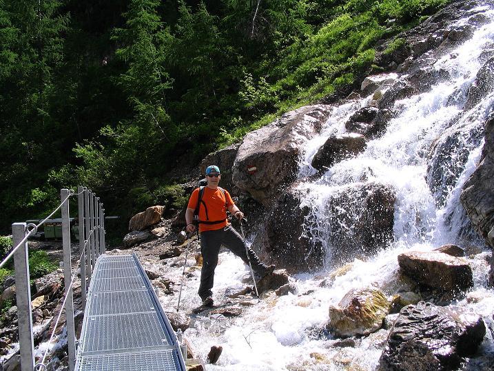 Foto: Andreas Koller / Wander Tour / Tappenkarseehütte - Weißgrubenkopf - Franz Fischerhütte (2369m) / Wasserfall am Aufstieg zum Tappenkarsee / 24.06.2008 16:33:33
