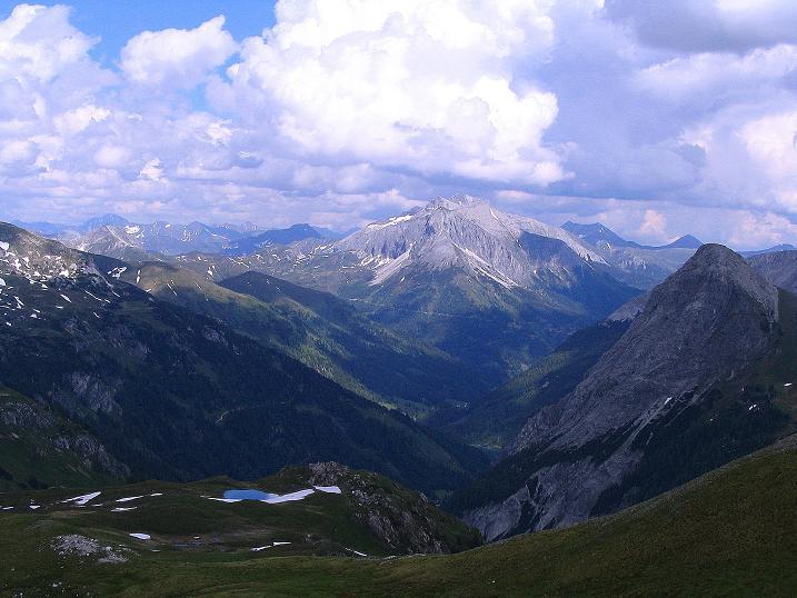 Foto: Andreas Koller / Wander Tour / Tappenkarseehütte - Weißgrubenkopf - Franz Fischerhütte (2369m) / Blick nach O in den Lungau und zum Hochfeindkamm / 24.06.2008 16:26:26