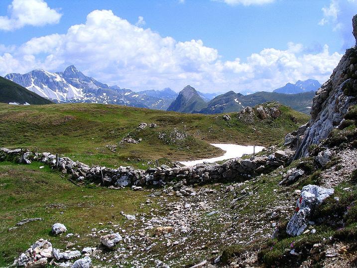 Foto: Andreas Koller / Wander Tour / Glingspitze und Rifflgrat (2433 m) / Beim Hasenstein zeigen sich Mosermandl (2680 m) und Hochfeindkamm / 24.06.2008 18:11:47