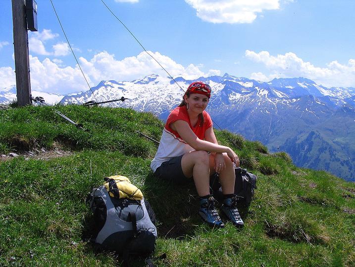 Foto: Andreas Koller / Wander Tour / Glingspitze und Rifflgrat (2433 m) / Gipfelrast am Kreuzeck mit Blick in die Hohen Tauern / 24.06.2008 17:56:38