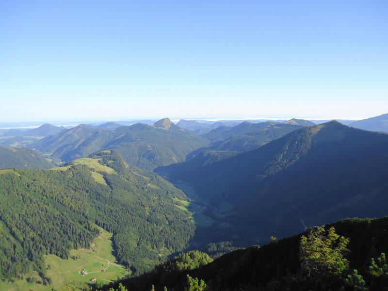 Foto: Günter Siegl / Wander Tour / Genner - Runde / Hintersee-Tal, dahinter Faistenauer Schafberg / 26.09.2014 18:34:28