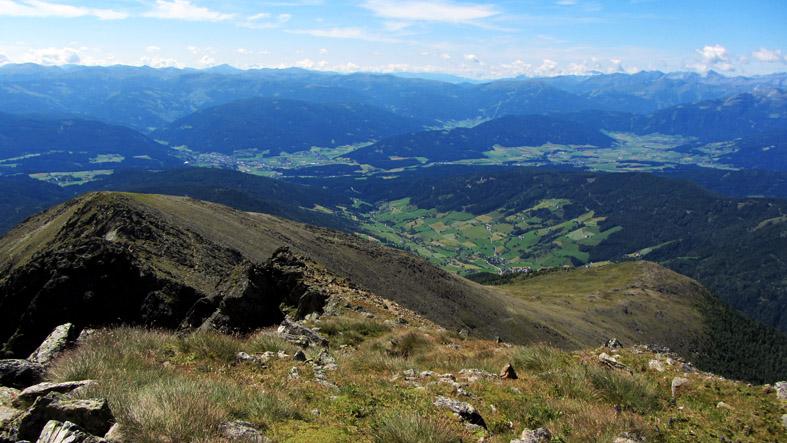 Foto: kathy120385 / Wander Tour / Von Lessach über den Lachriegel auf die Golzhöhe / Der Ausblick von der Golzhöhe über den Lungau und auf die umliegende Bergwelt entlohnt jede Anstrengung des Aufstieges! / 18.08.2012 09:32:10