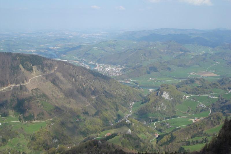Foto: Günter Siegl / Wander Tour / Über den Schinder auf den Schoberstein / Schöne Tiefblicke vom Gipfel. / 18.04.2011 09:52:42
