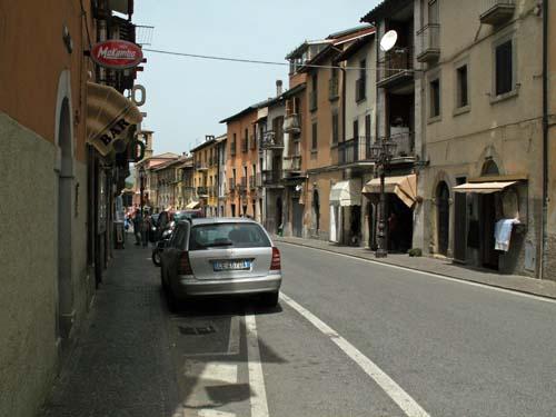 Foto: lobivia / Wander Tour / Wandertage Abruzzen: Etappe 1  Amatrice - Campotosto / Hauptrstrasse von Amatrice / 11.07.2008 08:53:29