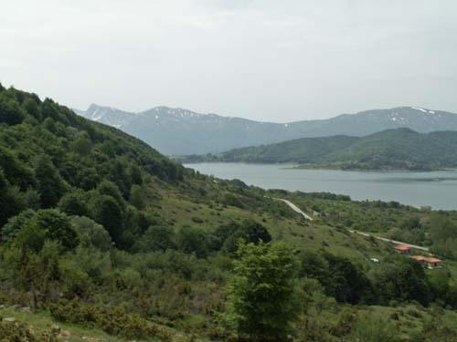 Foto: lobivia / Wander Tour / Wandertage Abruzzen: Etappe 2 Campotosto - Paladini / Letzter Blick auf den Lago di Campotosto / 11.07.2008 09:19:14