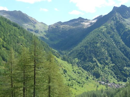 Foto: Karl Mätzler / Wander Tour / Grande Traversata delle Alpi (GTA), Etappe 6, Carcoforo - Rima / Blick zurück nach Carcoforo und Colle d'Egua / 15.07.2008 23:48:37