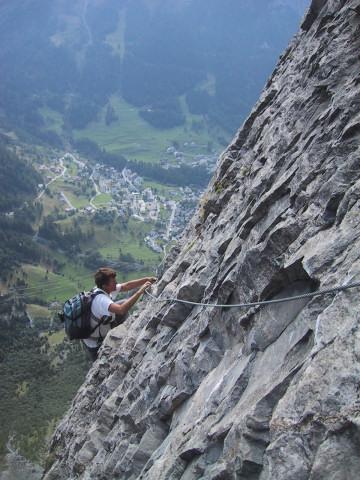 Foto: Wolfgang Lauschensky / Klettersteig Tour / Klettersteig Gemmi - Daubenhorn / Tiefblick nach Leukerbad / 06.10.2011 01:03:57