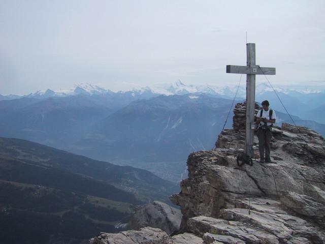 Foto: Wolfgang Lauschensky / Klettersteig Tour / Klettersteig Gemmi - Daubenhorn / Daubenhorn-Gipfel mit Walliser 4000er / 06.10.2011 00:59:46
