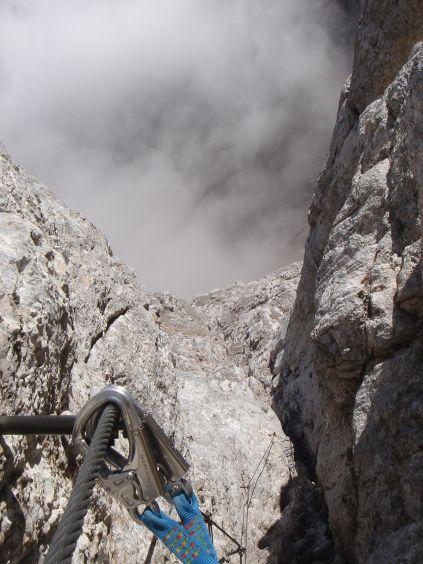 Foto: Manfred Karl / Klettersteig Tour / Civetta Überschreitung - Via ferrata degli Alleghesi und Abstieg über Via ferrata Attilio Tissi / Ausstieg aus der Rinne / 19.07.2008 14:25:12