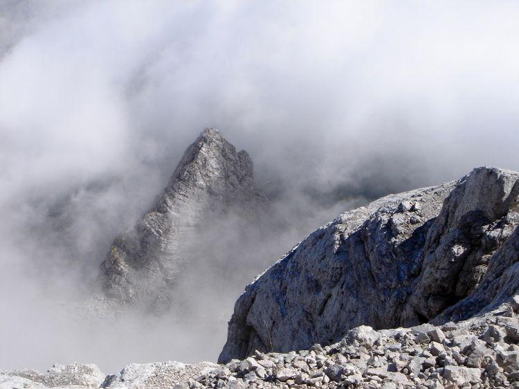 Foto: Manfred Karl / Klettersteig Tour / Civetta Überschreitung - Via ferrata degli Alleghesi und Abstieg über Via ferrata Attilio Tissi / Tiefblick zum Schinal del Bech / 19.07.2008 14:24:14