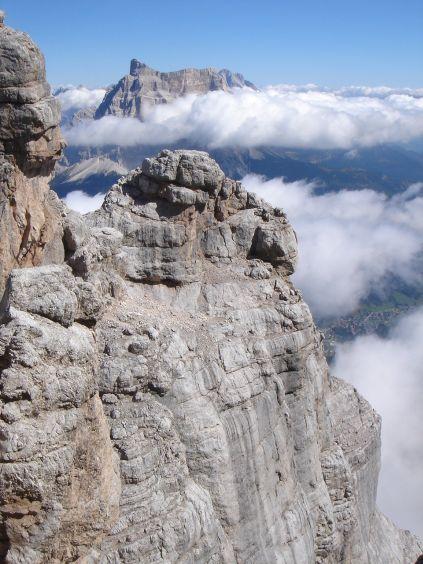 Foto: Manfred Karl / Klettersteig Tour / Civetta Überschreitung - Via ferrata degli Alleghesi und Abstieg über Via ferrata Attilio Tissi / Nach der Querung und dem Zwischenabstieg. Im Hintergrund Monte Pelmo / 19.07.2008 14:22:05