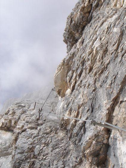 Foto: Manfred Karl / Klettersteig Tour / Civetta Überschreitung - Via ferrata degli Alleghesi und Abstieg über Via ferrata Attilio Tissi / Im oberen Teil der Plattenrampe / 19.07.2008 14:10:57