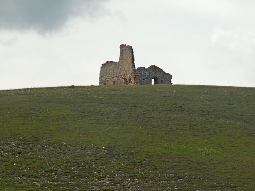 Foto: lobivia / Wander Tour / Wandertage Abruzzen: Etappe 5 Campo Imperatore - Castel del Monte / Kloster-Ruine / 21.07.2008 18:47:40