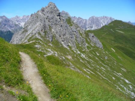 Foto: Mitwitzer / Wander Tour / Golmer Höhenweg - Geißspitze - Latschau / Bilck auf dem Wilder Mann und Weg / 10.08.2008 17:38:16