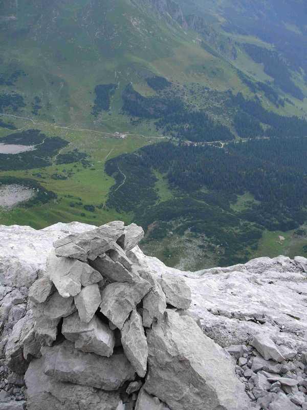 Foto: balu_fds / Kletter Tour / Normalroute Kleine Sulzfluh IV+/A1 / Ausstieg mit Blick aud Lindauer Hütte und Obere Sporaalpe / 23.08.2008 20:22:59