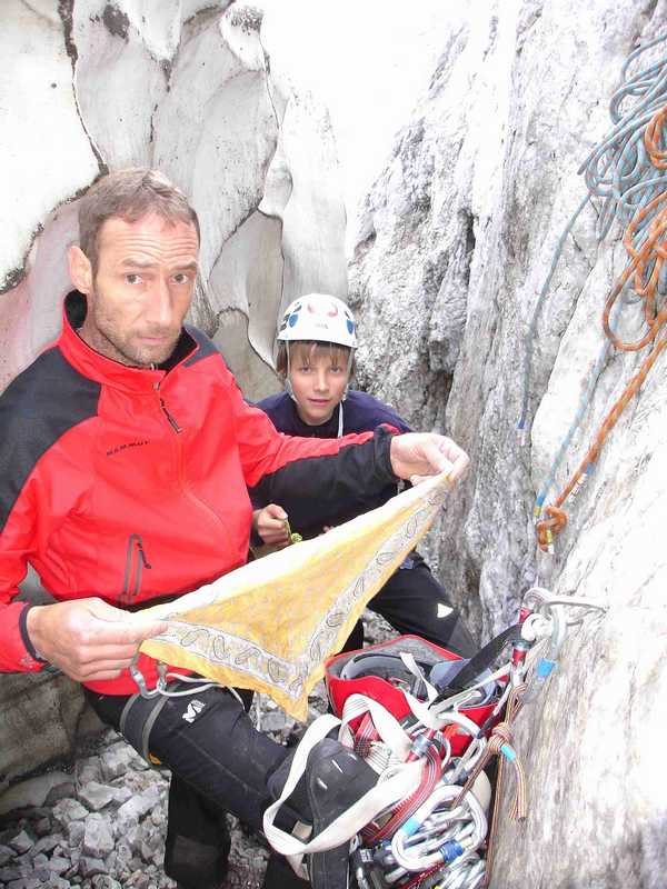 Foto: balu_fds / Kletter Tour / Normalroute Kleine Sulzfluh IV+/A1 / Einstieg zwichen Wand und Schneefeld / 23.08.2008 20:21:47