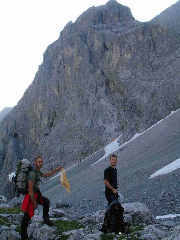 Foto: balu_fds / Kletter Tour / Normalroute Kleine Sulzfluh IV+/A1 / Topoübersicht mit Markierung des Einstiegs / 23.08.2008 20:16:28
