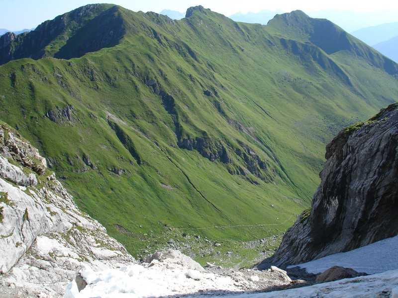 Foto: balu_fds / Klettersteig Tour / Klettersteig Blodigrinne auf die Drusenfluh / Aussicht in den Sporentobel, links gehe es zum Öfapass, rechts zur Lindauer Hütte / 23.08.2008 20:57:00