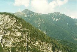 Foto: Wolfgang Dröthandl / Wander Tour / Jof di Somdogna (Köpfach) - Runde / Anstieg zum Bivacco Stuparich gegen Jof di Miezegenot, rechts Rif. Grego / 21.01.2011 08:27:21